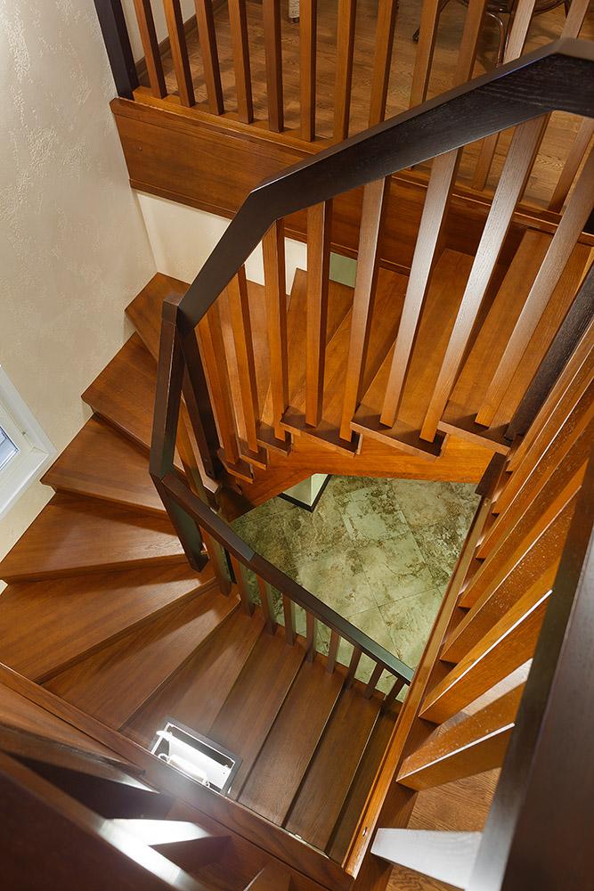 Деревянные ступени для лестниц по низкой цене в
